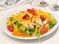 Pormo 39 - Ensalada de rúcula, salmón ahumado, cebolla morada, almendras, tomate cherry y muzzarella bocconcino
