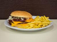 Hamburguesa americana con papas fritas