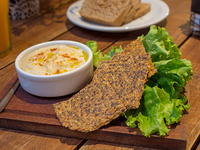 Pan con hummus y escabeche vegano