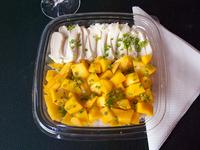 Ensalada de sushi con mango y queso Philadelphia