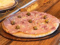 Pizza con jamón natural