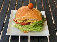 Sandwich Hummus Casero Pan Masa Madre