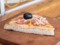 Pizza calabresa (porción)