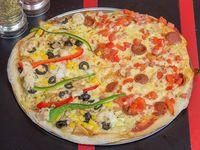 Pizza mitad y mitad familiar