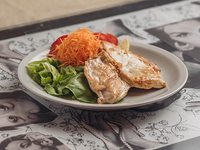 Menú - Filete de pollo grillado con guarnición