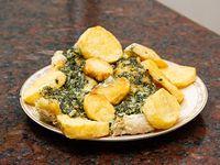 Filet de merluza la crema de espinaca con papa fritas
