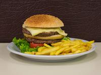 Hamburguesa Super con papas fritas