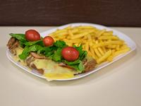 Milanesa al plato con panceta, rúcula, cherry y muzzarella + guarnición