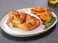 1/2 pollo al spiedo con verduras asadas y papas rústicas