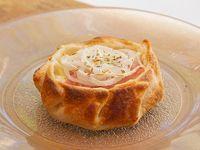 Canastita de jamón, queso y cebolla