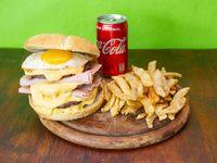 Combo - Hamburguesa Cuadruple con Cheddar y Bacon + papas fritas + Coca Cola 220 ml