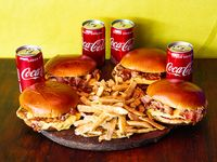Combo - 4 hamburguesas de pollo con cheedar y bacon + papas fritas + 4 Coca Cola 220 ml