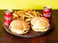 Combo - 2 Hamburguesas de pollo con mozzarella + papas fritas + 2 Coca Cola 220 ml