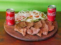 Combo - 2 churrasquitos al plato + ensalada mixta + 2 Coca Cola 220 ml