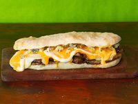 Sándwich bondiolita 4 quesos