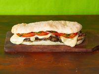 Sándwich bondiolita napolitana
