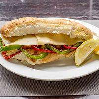Sándwich de pollo gourmet al limón