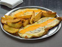 Milapizza a los cuatro quesos con guarnición de papas fritas