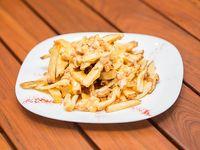 Papas fritas con panceta y cheddar