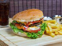 Combo - Hamburguesa La Tradicional + bebida 350 ml + papas fritas 200 gr