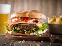 Hamburguesa casera solo pan y carne+ papas + bebida 500 ml