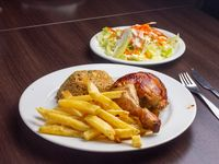 Mostrito - 1/4 Pollo + Arroz chaufa + Ensalada + Papas fritas