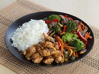 Wok Box 3 Pollo Mani Agri-Picante Gratis Mr. Tea Botella