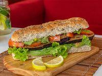 Sándwich de milanesa de berenjena vegetariano