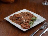 Agnolottis de ricotta, provolone y nueces con salsa
