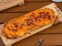 Pizzeta con bacon y queso cheddar (50x20 cm)