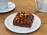 Brownie con dulce de leche y cajú
