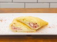 Empanada de jamón y queso llanero