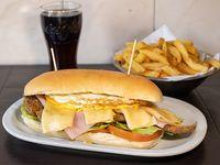Promo 2 - Sándwich de milanesa con lechuga tomate queso jamón y huevo + papas fritas