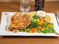 Pollo grillado con papas y vegetales