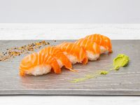 Nigiris de salmón (5 piezas)