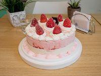 Torta helada de frutilla y chantilly