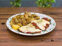 Milanesa de carne a la napolitana con guarnición