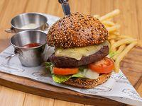 Hamburguesa Malasaña (1/2 lb) con acompañamiento