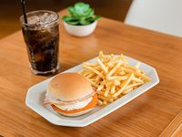 Promo - Sándwich Americano + guarnición de fritas + Coca Cola 250 ml