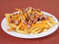 Papas fritas con cheddar grandey panceta