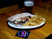 Combo Rock - Lomito Rock & Burger + papas fritas + cerveza artesanal Lather 500 ml.