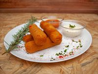 Bastones de muzzarella con salsa fileto