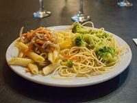 Duos - Spaghetti de brócoli + penne peperonata