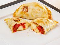 Empanada de tomate y albahaca