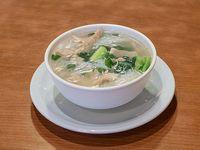 Sopa de pollo y fideos de arroz