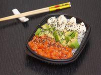 Salad sushi salmón