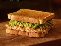 Sándwich planchado de ave palta