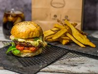 Combo - Hamburguesa Ahumada + papas rústicas + mayonesa de albahaca