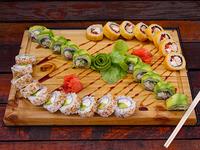 Tabla de sushi de 30 piezas + helado Savory Chomp + bebida de 1.5 L