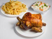 Combo - Pollo entero + papas (porción familiar) + porción de arroz + bebida de 1.5 L